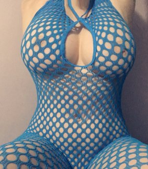 Shaena latina escort girl in Vallejo California and erotic massage