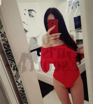 Yvelyne escort girl