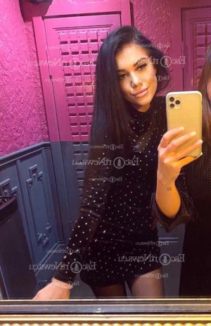 Yvelyse latina escort girl in Orangevale and thai massage